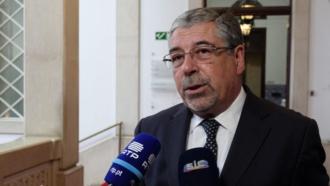 Manuel Machado suspende pagamento de rendas habitacionais dos bairros municipais