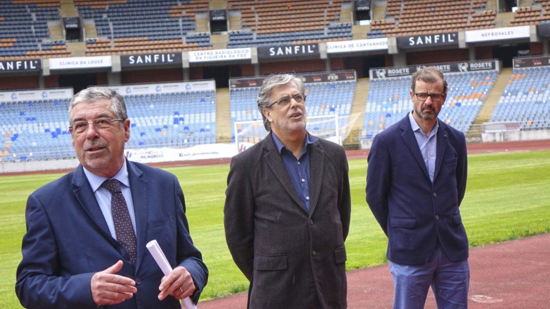 CM Coimbra consigna empreitada de reabilitação da pista de atletismo do Estádio