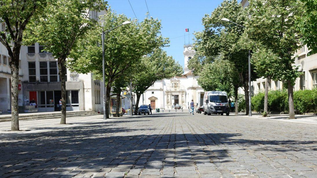 Câmara define novos locais de estacionamento para autocarros turísticos e de transporte expresso