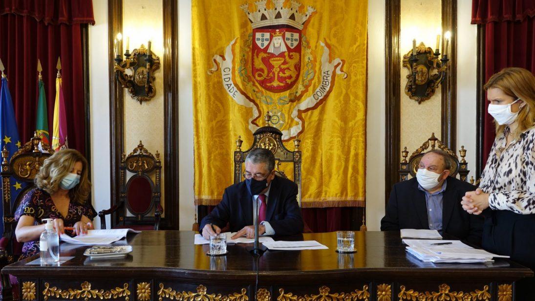 CM Coimbra descentraliza e transfere 1,3M€ para reforçar autonomia das escolas