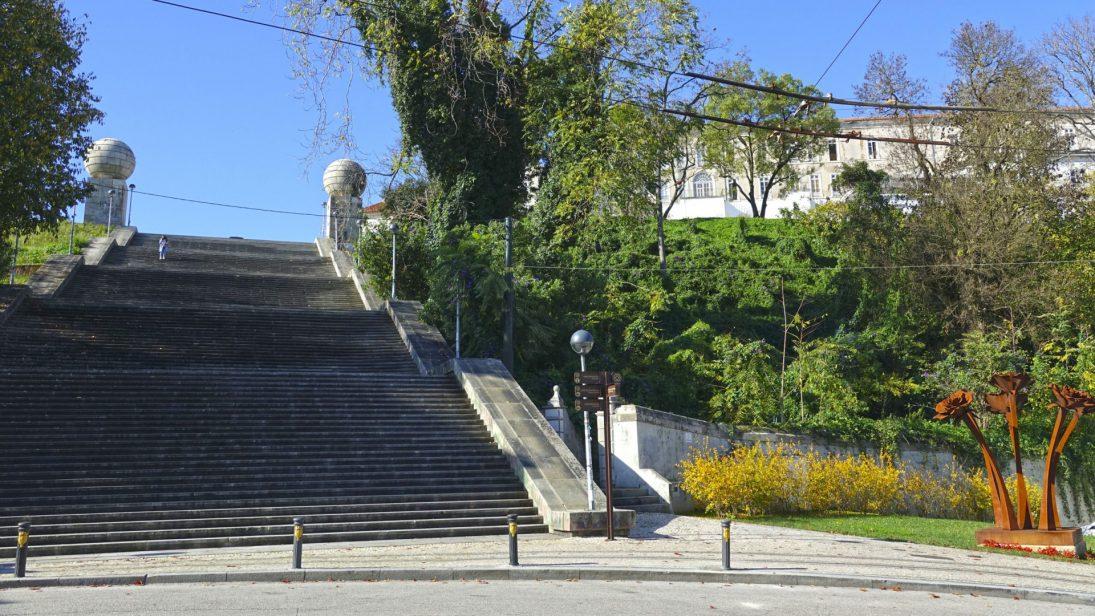 CM Coimbra lança concurso para construção de elevadores na encosta das Escadas Monumentais