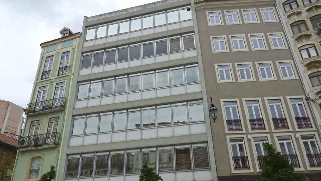 Formalizada escritura para aquisição de prédio na Ferreira Borges