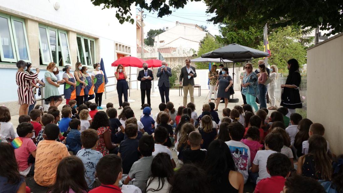 Câmara assinala abertura do ano escolar com visita à escola básica do Tovim